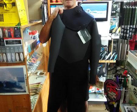 セミドライウエットスーツ